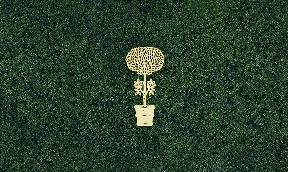 Image Slideshow Image: Gold Topiary