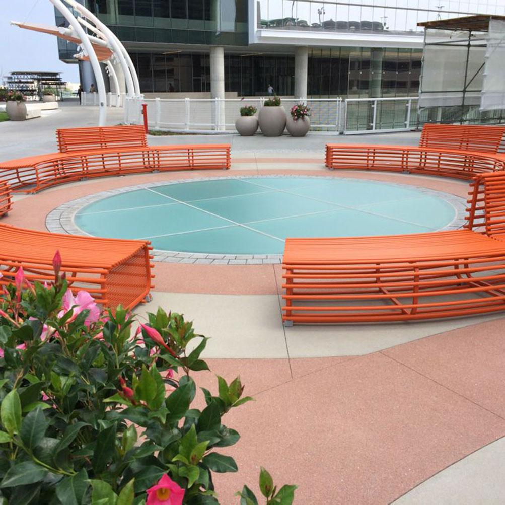 Image Slideshow Image: Tysons Plaza seating